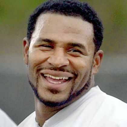 Former Steelers running back Jerome Bettis is among 15 Hall of Fame finalists.