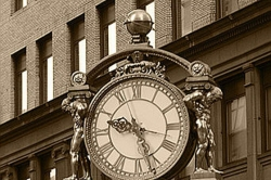 The Morning File / The Kaufmann's Clock: a great place to meet (yourself)