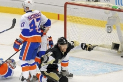 Fleury gets shutout, Dupuis scores twice as Penguins smack Islanders, 5-0