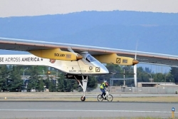 Solar airplane begins first leg of trip across America
