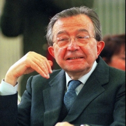 Obituary: Giulio Andreotti / Complex seven-time prime minister of Italy