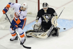 Vokoun stops Islanders cold, Penguins win, 4-0, to take series lead