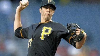 The Pirates signed Jeff Karstens to a one-year deal.