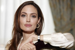 Actress Angelina Jolie praised for openly discussing preventive mastectomy