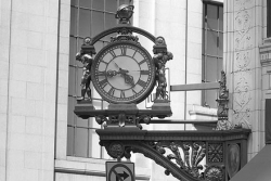 Local Dispatch: At Kaufmann's clock, time stands still for memorable meetings