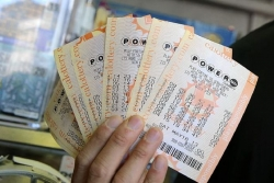 $600 million Powerball jackpot attracts a crowd