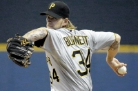Pirates lose 2-1 pitchers' duel in Milwaukee