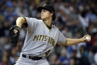Jeff Locke helps Pirates secure 5-2 win against Brewers