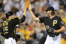 Alvarez, Snider spark four-run seventh as Pirates down Detroit, 5-3