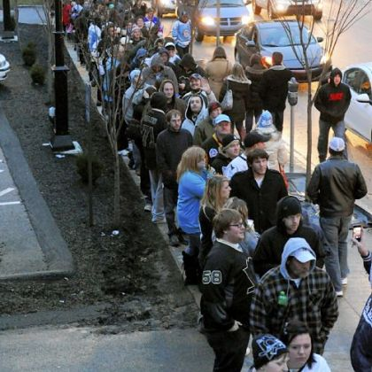 Penguins fans line up near the Consol Energy Center waiting to get into the free intrasquad game Wednesday night.