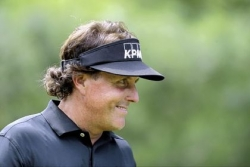 Mickelson leads at U.S. Open
