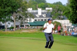 Phil Mickelson alone at top at U.S. Open