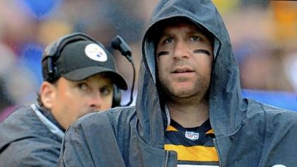 Steelers quarterback Ben Roethlisberger under the watchful eye of offensive coordinator Todd Haley.