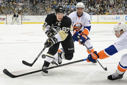 Sidney Crosby splits the Islanders defense in the first period, but the Penguins lost another game at home.
