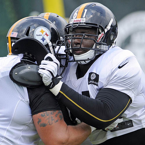 Velasco provides stability at center for Steelers