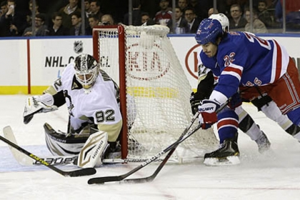 Rangers center Brian Boyle skates near Penguins goalie Tomas Vokoun during the second period last night in Madison Square Garden.