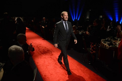 Former Pittsburgh Steelers coach Bill Cowher walks the rent carpet.