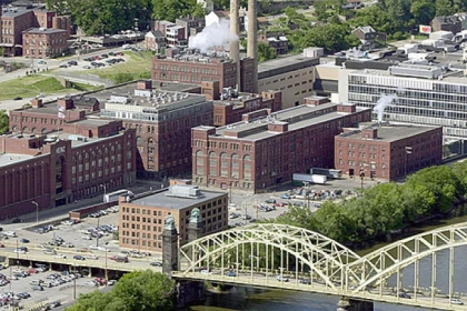 The H.J. Heinz plant and neighboring buildings on the city&#039;s North Side, in 2001.