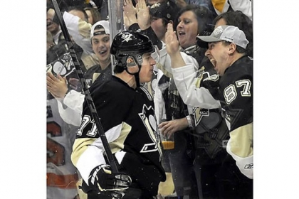 The Penguins' Evgeni Malkin celebrates a goal against the Flyers in the first period at Consol Energy Center Wednesday night.