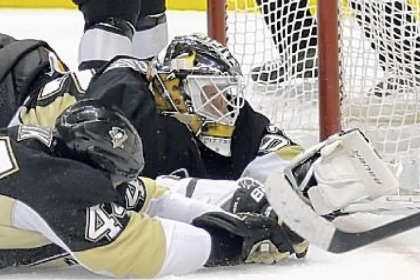 Penguins defenseman Brooks Orpik and goaltender Tomas Vokoun try to stop a goal by the Flyers' Jakub Voracek in a loss Wednesday at Consol Energy Center.