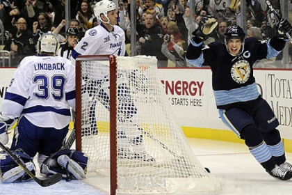 Penguins&#039; Sidney Crosby celebrates his goal in the first period.