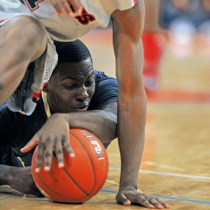 Pitt&#039;s Tray Woodall, bottom, and St. John&#039;s Phil Greene fight for a loose ball Sunday.