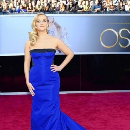 Reese Witherspoon went strapless in blue for the Oscars.