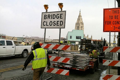 Workers this morning began setting up signs for the closure of the bridge on South Highland Avenue for construction.