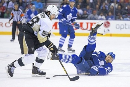 Toronto&#039;s James van Riemsdyk, right, tries to play the puck from his back against the Penguins&#039; James Neal in the second period Saturday night in Toronto.