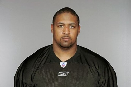 Offensive guard Ramon Foster and the Steelers have reached a three-year agreement.