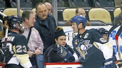 Mario Lemieux, right, talks with Penguins general manager Ray Shero, second from left, before participating in the Mario Lemieux Fantasy Hockey Camp Monday at Consol Energy Center.