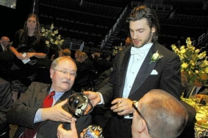 Kris Letang signs autographs for Jim Primm, left, and Jeff Grimm.