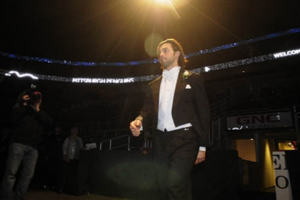 Kris Letang enters.
