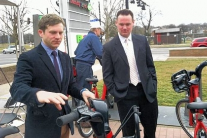 Scott Bricker, Bike Pittsburgh executive director, left, and Mayor Luke Ravenstahl announced plans for Pittsburgh's first bike-share system on Monday.