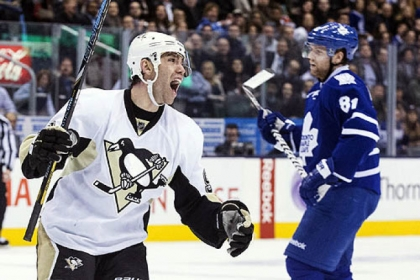 Pascal Dupuis celebrates his goal as Toronto Maple Leafs&#039; Phil Kessel looks on during the third period.