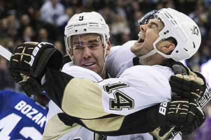 Pascal Dupuis, left, celebrates with Chris Kunitz after scoring in the third period Thursday against the Maple Leafs in Toronto. The Penguins won, 3-1.