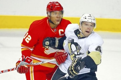 At 35, Jarome Iginla, left, has seven goals and 12 assists in 25 games for the Calgary Flames this season.