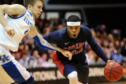 Robert Morris' Velton Jones drives against Kentucky's Jon Hood in a first-round NIT game Tuesday at Sewall Center. Jones scored eight points as the Colonials upended the defending NCAA champions.