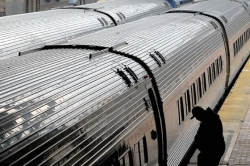 Corbett announces agreement to keep daily Amtrak service between Pittsburgh and Harrisburg
