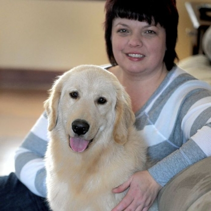 Marcy Kronz with Dudley, whose rigid rear legs are undergoing rehabilitation.