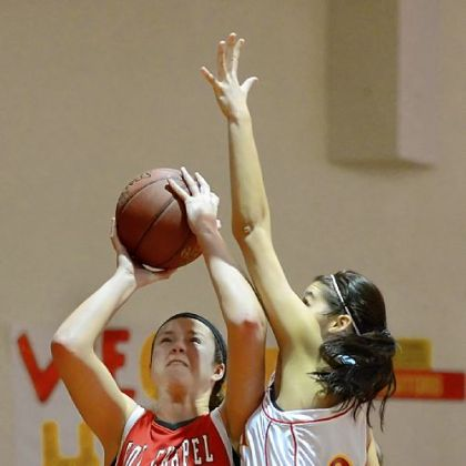 Fox Chapel&#039;s Alexa Yaksich goes up for a shot as North Catholic&#039;s Brooke Zangaro defends during a game Saturday.