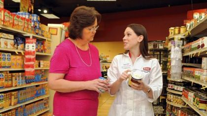 Lori Mitchell of Cecil talks with Samantha Masters, a registered dietitian and wellness coach for Giant Eagle, at the McMurray Giant Eagle.