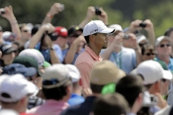 Woods sports a favorable new look for Masters